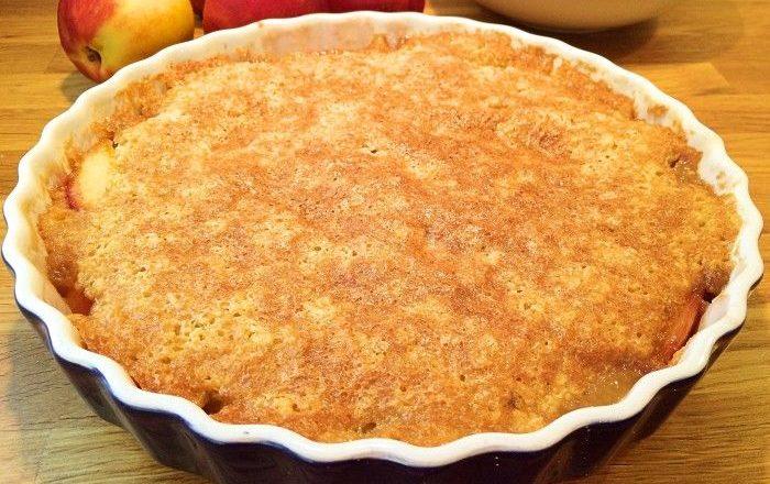 Knäckig mandelkladdkaka med äpple